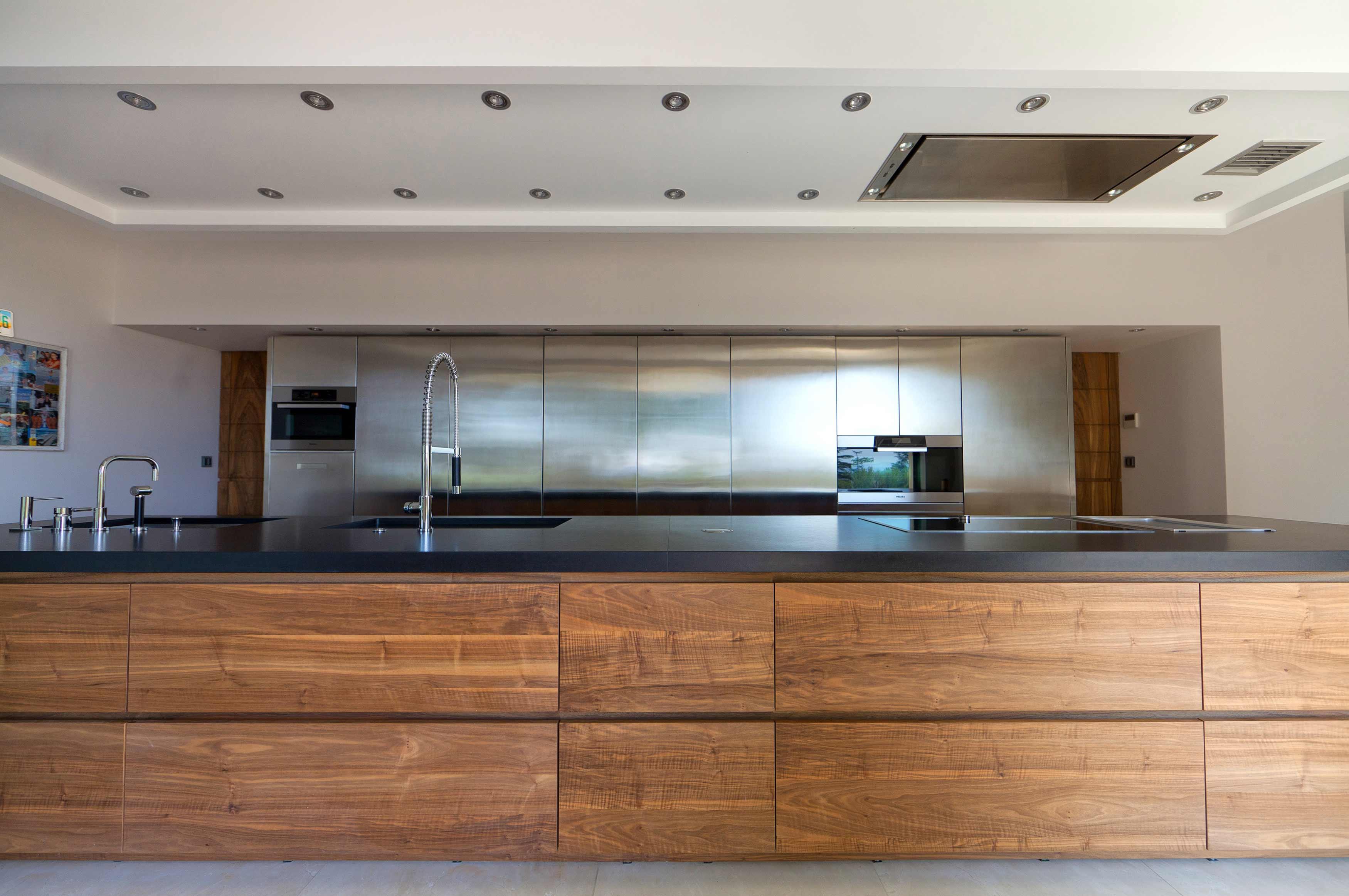 innovation noyer de france et inox cuisines mouvement. Black Bedroom Furniture Sets. Home Design Ideas