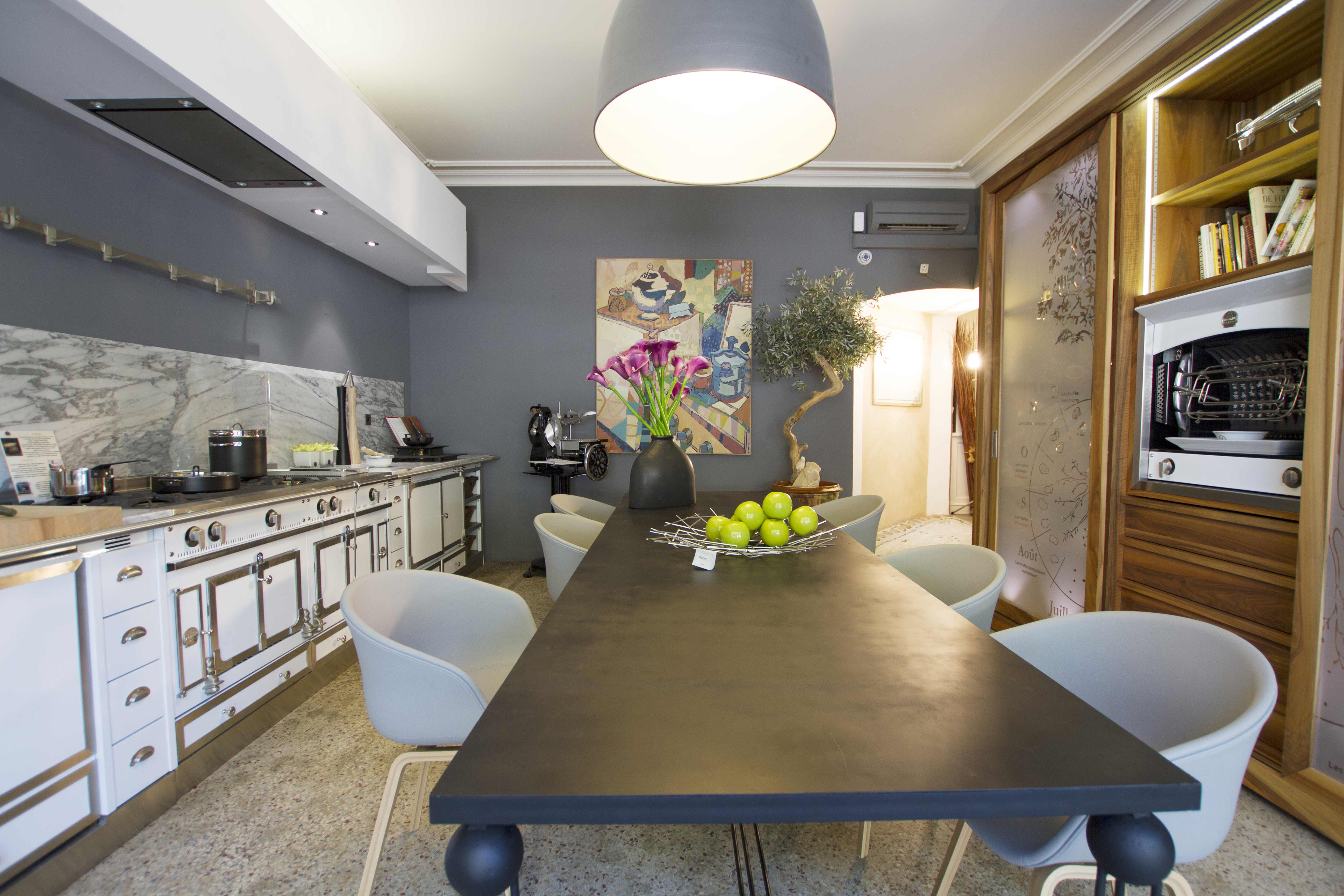 magasin avignon 11 cuisines mouvement. Black Bedroom Furniture Sets. Home Design Ideas