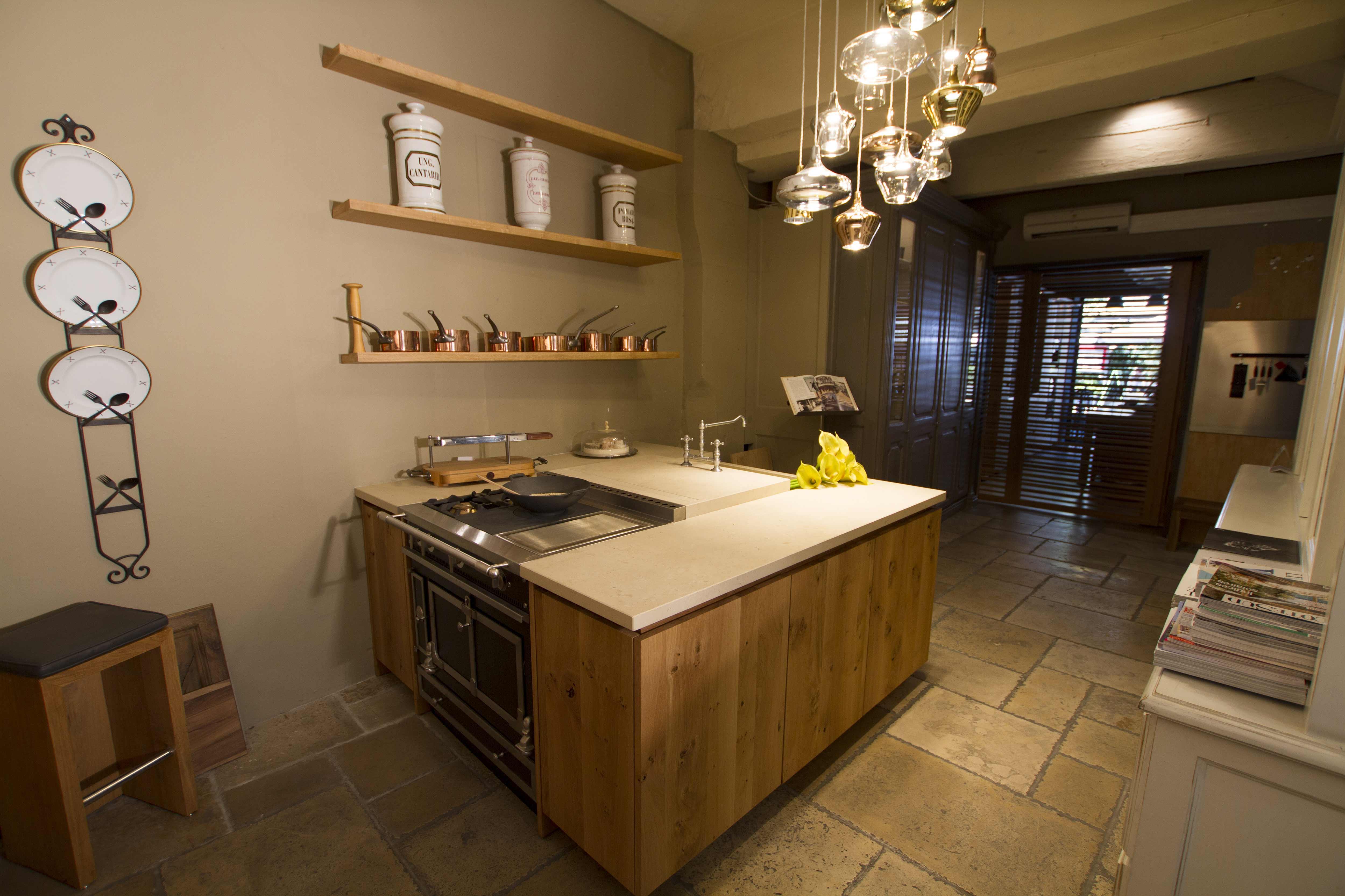 magasin avignon 13 cuisines mouvement. Black Bedroom Furniture Sets. Home Design Ideas